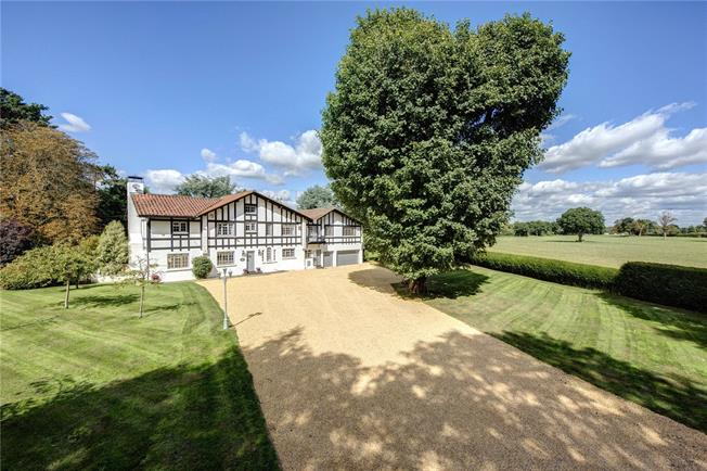 Guide Price £2,150,000, 6 Bedroom Detached House For Sale in Hurley, SL6