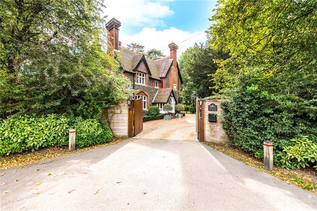 Guide Price £2,000,000, 5 Bedroom Detached House For Sale in Kings Langley, WD4
