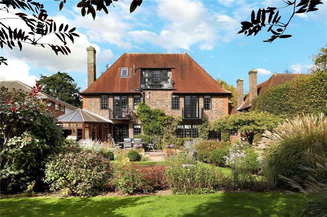Guide Price £1,600,000, 6 Bedroom Detached House For Sale in Sunningdale, SL5
