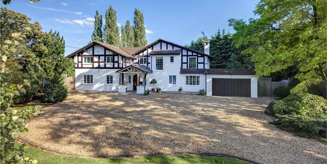 Guide Price £1,950,000, 5 Bedroom Detached House For Sale in Hurley, SL6