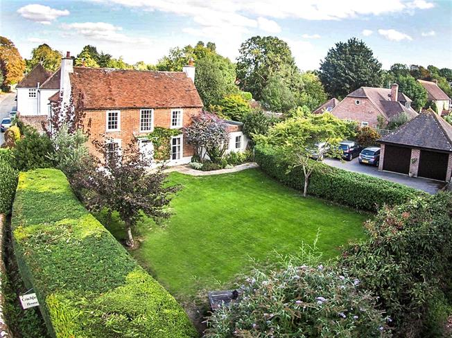 Guide Price £1,500,000, 5 Bedroom Detached House For Sale in Bosham, PO18