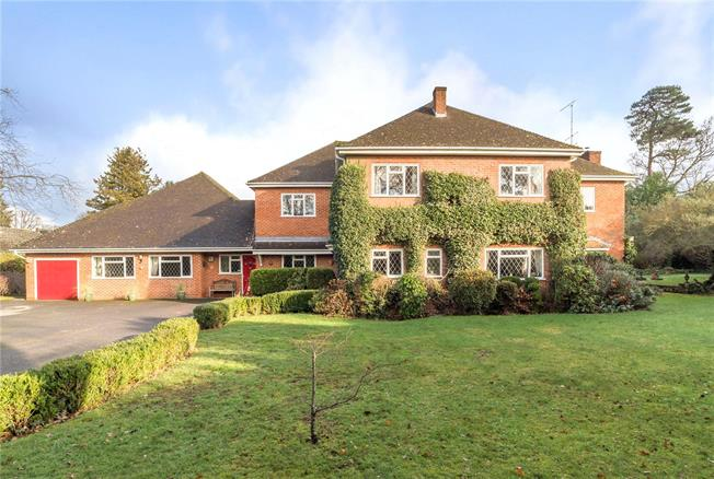 Guide Price £1,595,000, 7 Bedroom Detached House For Sale in Farnborough, GU14