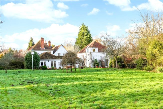 Guide Price £1,500,000, 7 Bedroom Detached House For Sale in Hook, Hampshire, RG27