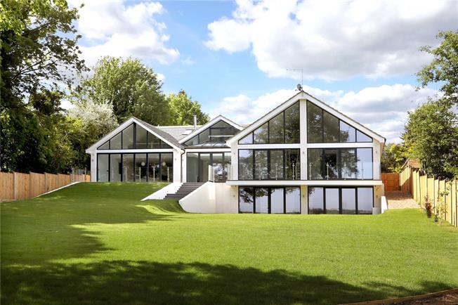 Asking Price £2,250,000, 5 Bedroom Detached House For Sale in Great Missenden, HP16