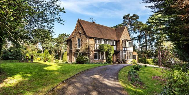 Guide Price £1,595,000, 5 Bedroom Detached House For Sale in Shirley, CR0