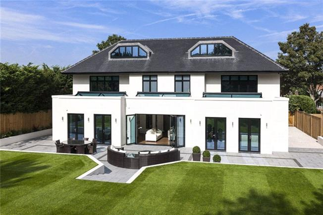 Guide Price £2,250,000, 6 Bedroom Detached House For Sale in Cheam, SM2