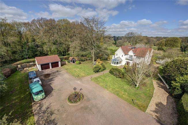Guide Price £1,950,000, 6 Bedroom Detached House For Sale in Kings Langley, WD4