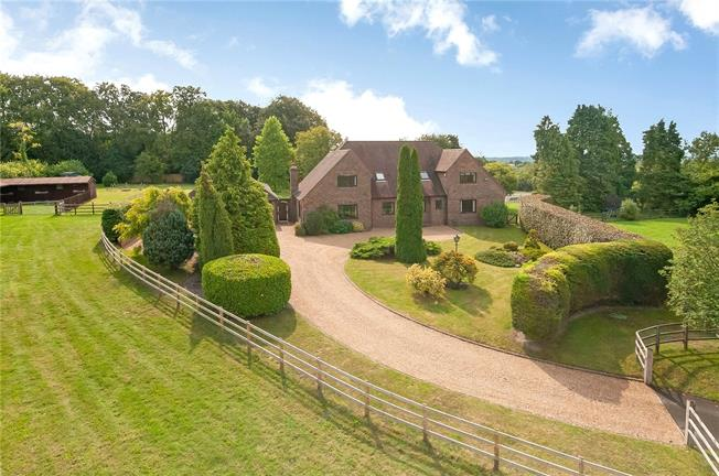 Guide Price £1,940,000, 4 Bedroom Detached House For Sale in Hampshire, SO32