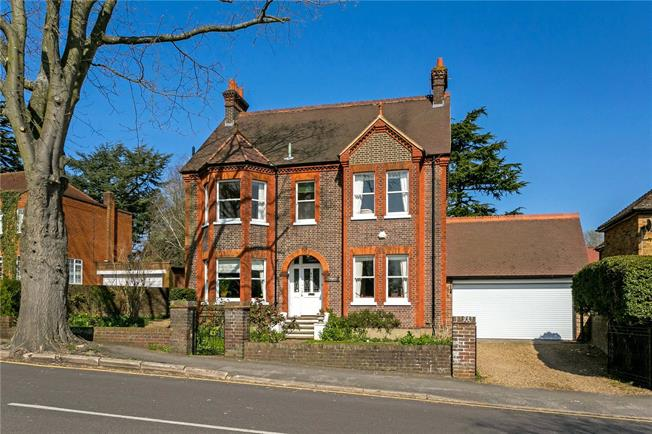 Guide Price £1,850,000, 6 Bedroom Detached House For Sale in Rickmansworth, WD3