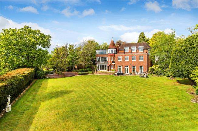 Guide Price £1,675,000, 5 Bedroom Town House For Sale in Surrey, CR6