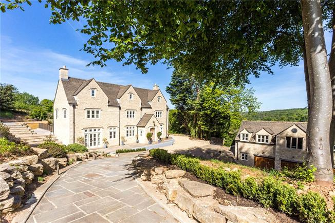 Guide Price £1,200,000, 7 Bedroom Detached House For Sale in Tetbury, GL8