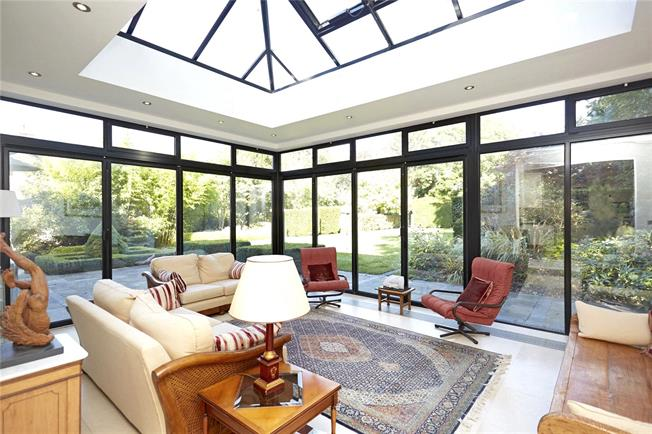 Guide Price £1,675,000, 5 Bedroom Detached House For Sale in Surrey, KT17