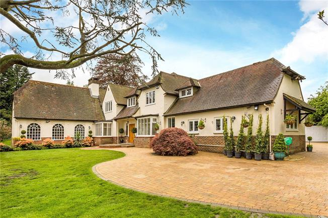 Guide Price £1,525,000, 5 Bedroom Detached House For Sale in Surrey, CR3