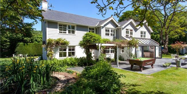 Guide Price £2,000,000, 5 Bedroom Detached House For Sale in Henley-on-Thames, RG9