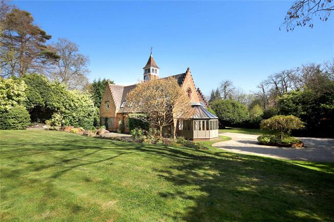 Asking Price £2,000,000, 5 Bedroom Detached House For Sale in Windlesham, GU20
