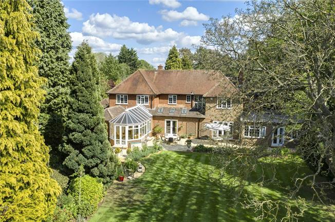 Guide Price £2,250,000, 5 Bedroom Detached House For Sale in Chalfont St. Giles, HP8
