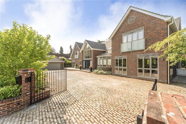 Guide Price £2,500,000, 6 Bedroom Detached House For Sale in Gerrards Cross, SL9