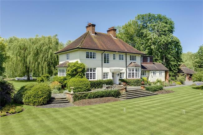 Guide Price £3,000,000, 6 Bedroom Detached House For Sale in Reading, Berkshire, RG10
