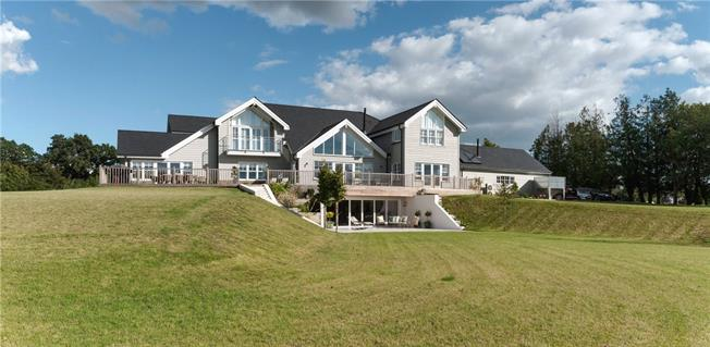 Guide Price £3,450,000, 6 Bedroom Detached House For Sale in Soberton, SO32