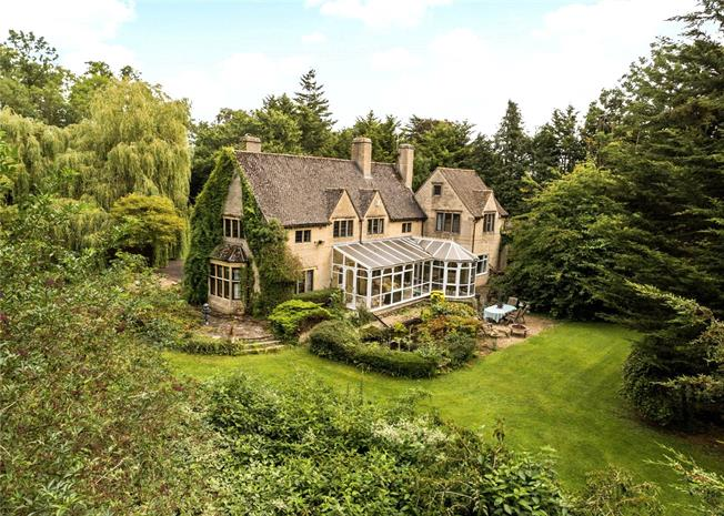 Guide Price £1,325,000, 6 Bedroom Detached House For Sale in Cirencester, GL7