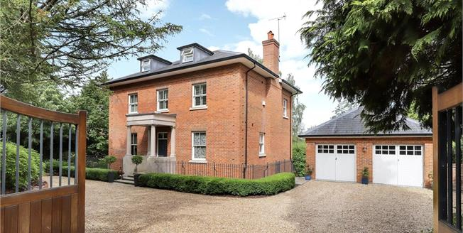 Guide Price £1,750,000, 5 Bedroom Detached House For Sale in Shawford, SO21