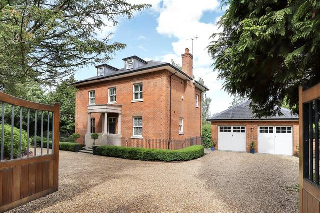 Guide Price £1,750,000, 5 Bedroom Detached House For Sale in Winchester, SO21