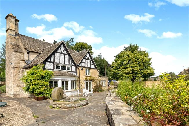 Guide Price £950,000, 3 Bedroom Detached House For Sale in Cheltenham, Gloucestershi, GL54