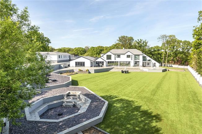 Guide Price £1,950,000, 7 Bedroom Detached House For Sale in Hampshire, PO17
