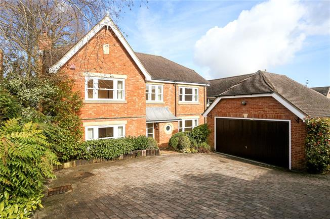 Guide Price £1,250,000, 5 Bedroom Detached House For Sale in Guildford, GU1
