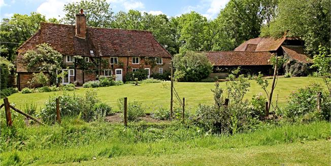 Asking Price £1,595,000, 5 Bedroom Detached House For Sale in Guildford, Surrey, GU5
