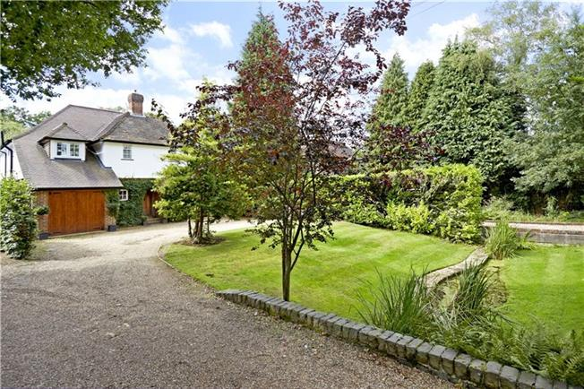 Asking Price £1,100,000, 5 Bedroom Detached House For Sale in Guildford, Surrey, GU5