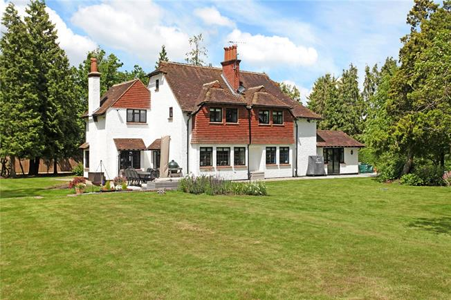 Asking Price £1,250,000, 5 Bedroom Detached House For Sale in Guildford, Surrey, GU3