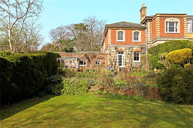 Guide Price £1,100,000, 4 Bedroom Town House For Sale in Guildford, GU2