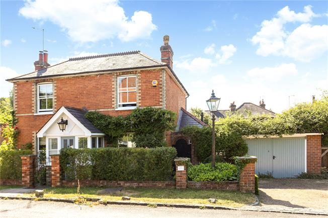 Guide Price £800,000, 4 Bedroom Detached House For Sale in Worplesdon, GU3