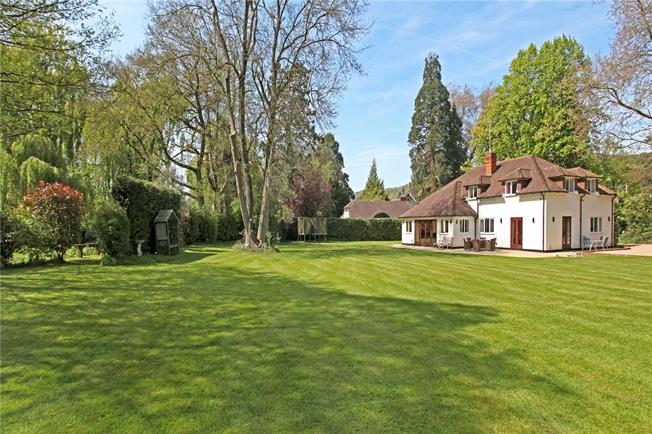 Guide Price £995,000, 5 Bedroom Detached House For Sale in Gomshall, GU5