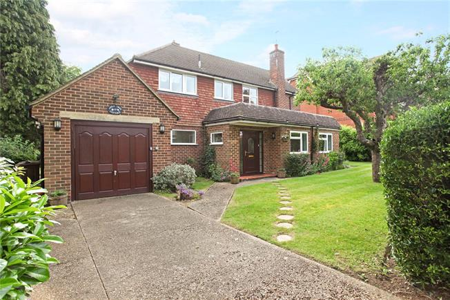 Guide Price £1,250,000, 4 Bedroom Detached House For Sale in Guildford, GU1