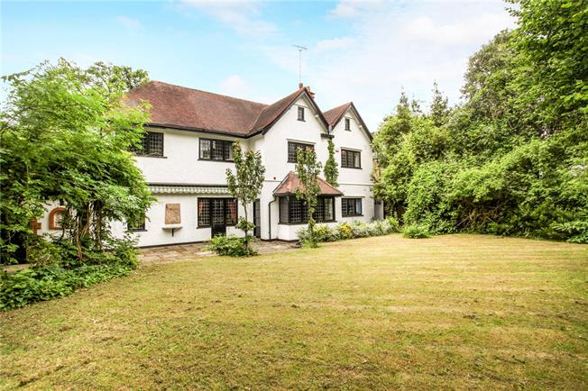Guide Price £1,100,000, 5 Bedroom Detached House For Sale in Woking, GU22