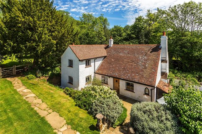 Guide Price £1,000,000, 4 Bedroom Detached House For Sale in Guildford, Surrey, GU5