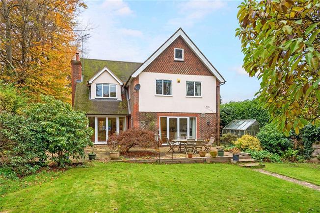 Guide Price £1,075,000, 4 Bedroom Detached House For Sale in Peaslake, GU5