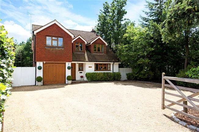 Guide Price £1,100,000, 5 Bedroom Detached House For Sale in Surrey, GU6