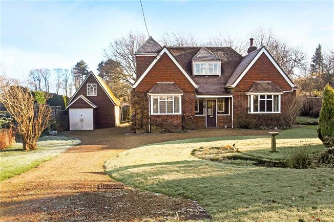Guide Price £890,000, 4 Bedroom Detached House For Sale in Guildford, Surrey, GU5