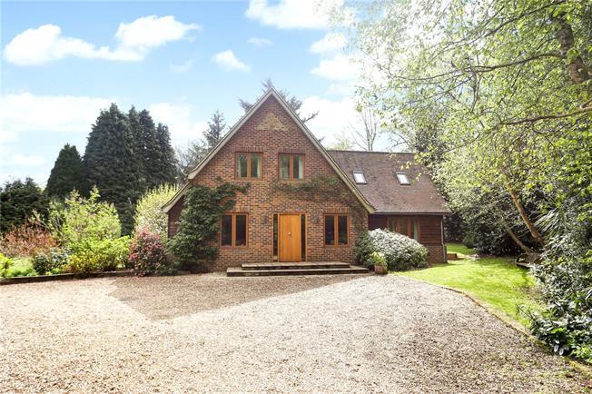 Guide Price £1,250,000, 4 Bedroom Detached House For Sale in Peaslake, GU5