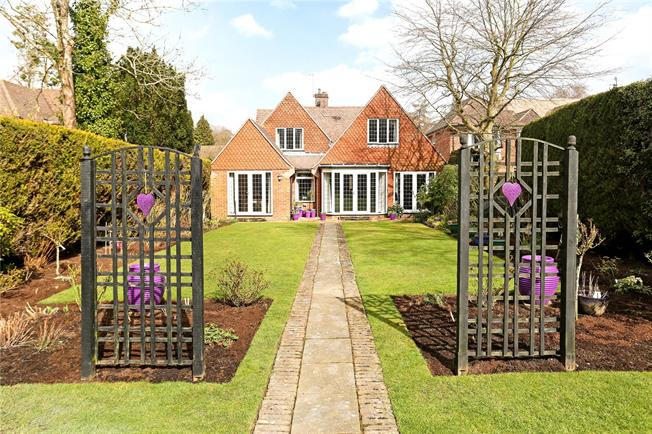 Guide Price £995,000, 5 Bedroom Detached House For Sale in Bramley, GU5