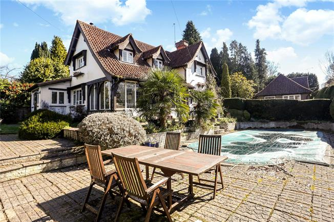 Asking Price £1,395,000, 5 Bedroom Detached House For Sale in Worplesdon, GU3