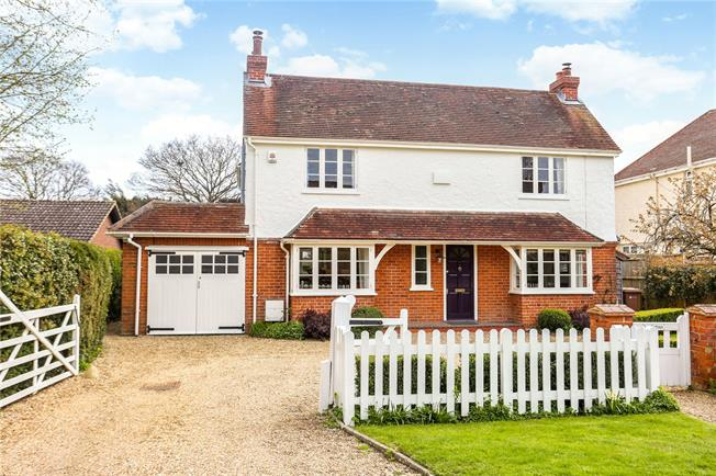 Guide Price £1,195,000, 4 Bedroom Detached House For Sale in West Horsley, KT24