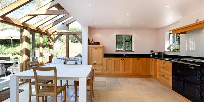 Guide Price £1,100,000, 4 Bedroom Detached House For Sale in Guildford, Surrey, GU5