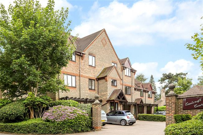 Guide Price £395,000, 2 Bedroom Flat For Sale in Guildford, GU1