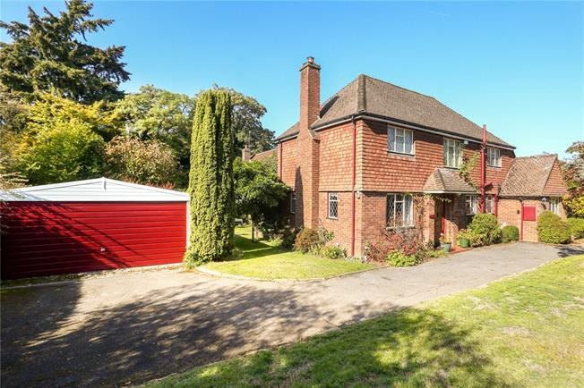 Guide Price £825,000, 3 Bedroom Detached House For Sale in Guildford, Surrey, GU4