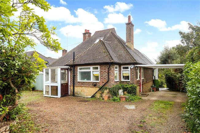 Asking Price £525,000, 2 Bedroom Bungalow For Sale in Ewhurst, GU6