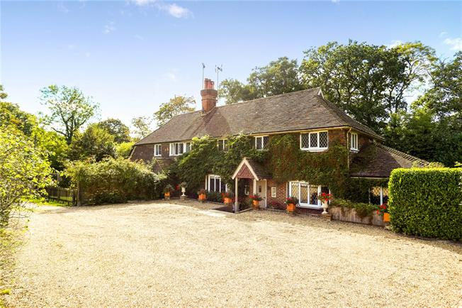 Asking Price £950,000, 4 Bedroom Semi Detached House For Sale in Cranleigh, Surrey, GU6